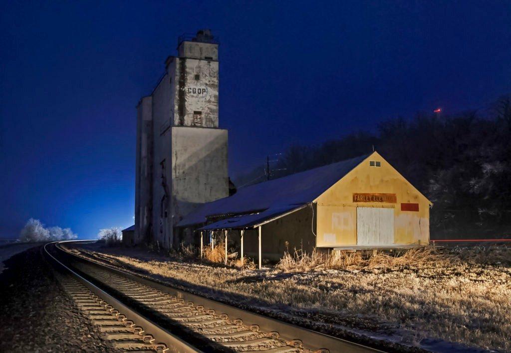 FarleyNite-train-rounding-bend-fa--1024x707