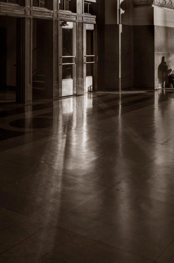 uskc-shadow-door-reflection-man-shadow-grnad-hall-sepia-fa-678x1024